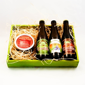 Picture of Box with three kinds of Belgian beer and treacle